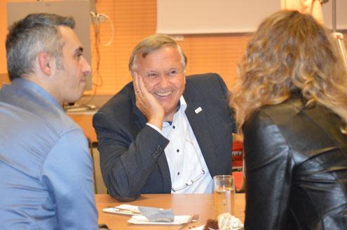 Bernhard Holzer als Mentor mit seinen Mentees im Gespräch auf Augenhöhe