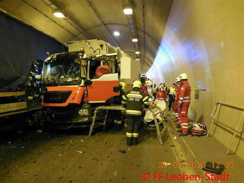 Feuerwehr; Blaulicht; FF Leoben-Stadt; Brand; Küche; Proleberstraße;
