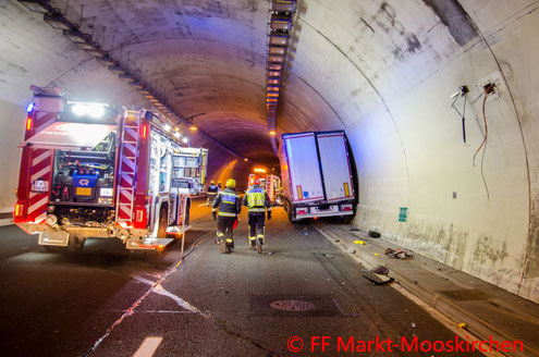 Feuerwehr; Blaulicht; FF Markt Mooskirchen; Unfall; Assingbergtunnel; LKW; Kraftstoff;