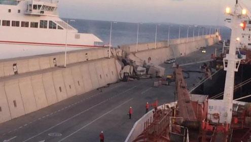 Foto aus El Dia, Armas Fähre durchbricht Kaimauer vom Nelson Mandela Pier in Las Palmas
