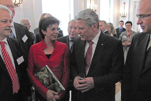 Bundespräsident Joachim Gauck und Maria Köllner im Schloss Bellevue Berlin Foto: Ulrich Pape-Tischbein
