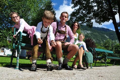 Herbert und Katrin mit Sarah, Julia und Toni
