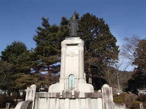 初代 片倉兼太郎翁の銅像