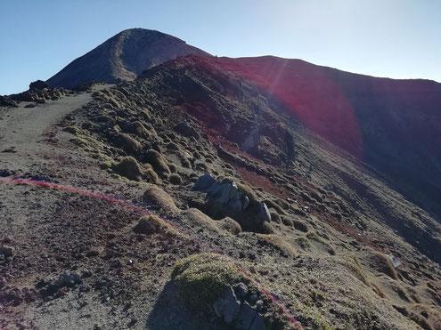 御鉢と高千穂峰
