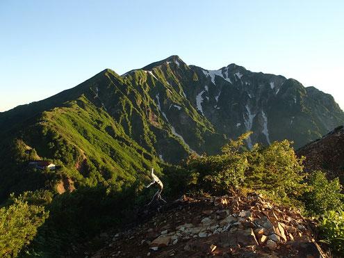 朝日浴びる鹿島槍ヶ岳