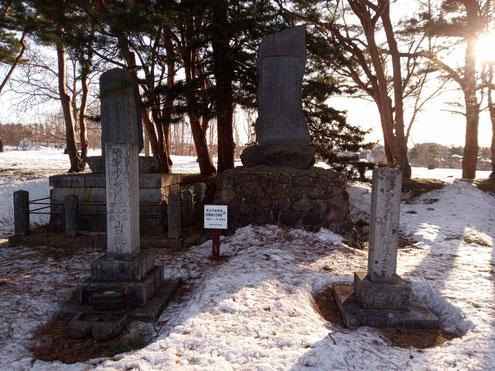 山口少佐と神成大尉の墓標
