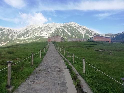 立山室堂山荘と立山