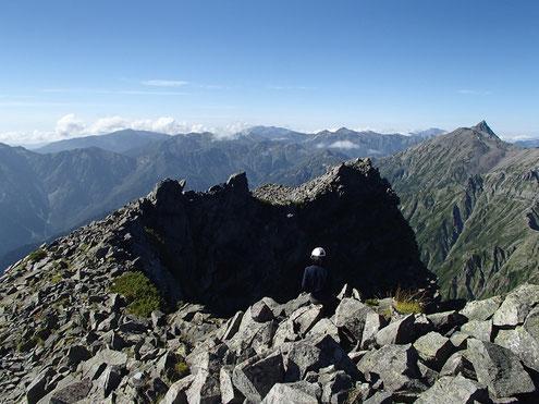 涸沢岳から見える山々