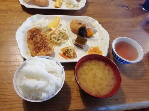 太郎平小屋の夕食