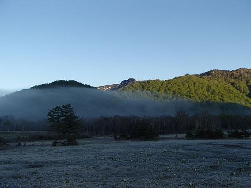 朝靄と景鶴山