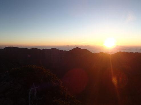 朝の常念山脈
