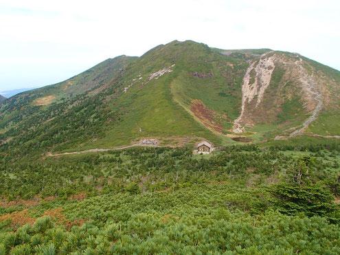 避難小屋と井戸岳