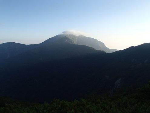 雲かかる鹿島槍ヶ岳