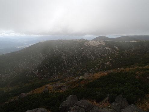 イワオヌプリ東峰より山頂道標方面