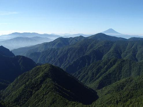 両門の頭から富士山