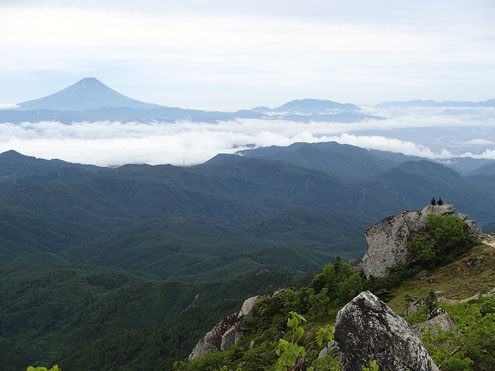 金峰山から富士山を望む