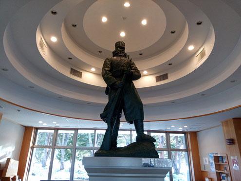 後藤伍長の銅像のレプリカ