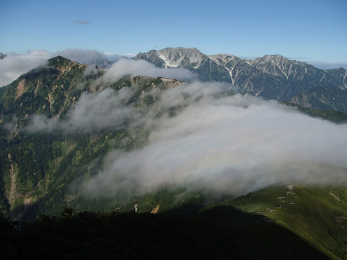 谷に虹と立山