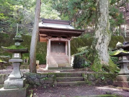 上西條神社・本殿