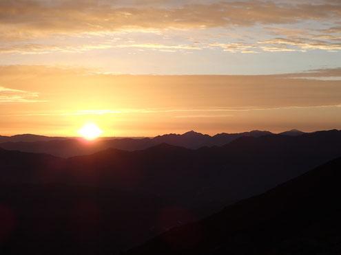 ヒュッテ前より日の出