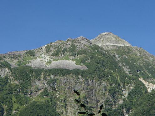 横尾谷から見上げる北穂高岳
