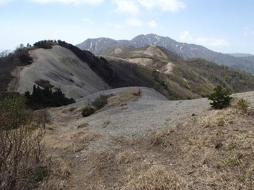 大佐渡の稜線と金北山