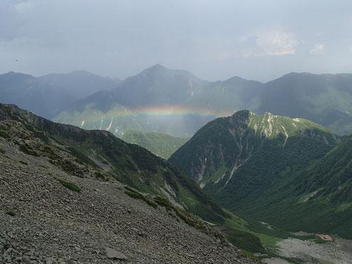 常念岳と屏風岩と虹