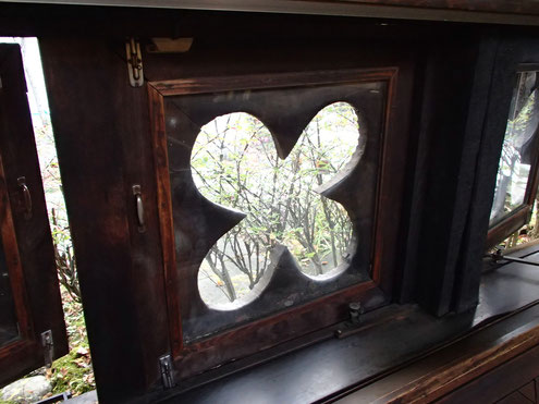 休憩所の窓