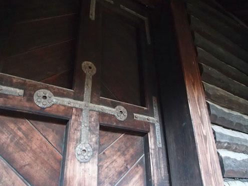 美術の倉の扉