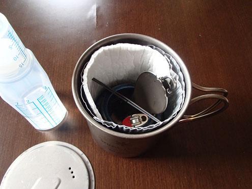 湯沸かし道具一式が納まる