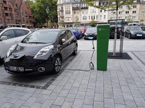 PV-Lieder Eigenstromlösungen, Inh.: Markus Henry Lieder, Nissan Leaf Tekna 30kW laden am Castroper-Marktplatz Ladesäule Stadtwerke Castrop-Rauxel