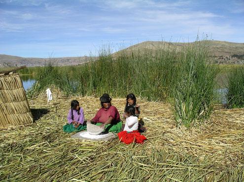 Ausflug zu den Uros Inseln und zur Insel Taquile im Titicacasee