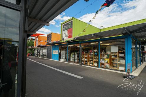 Simply Picture-New Zealand-Südinsel-Christchurch-farbige Einkaufsstadt aus Kontainern-erstellt nach dem Erdbeben von 2010 & 2011