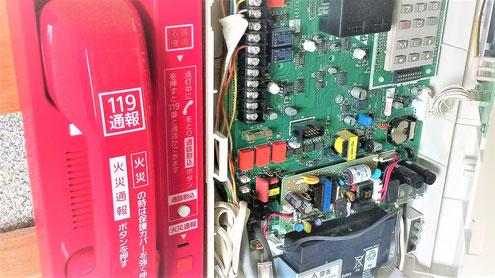 火災通報装置の受話器と本体盤
