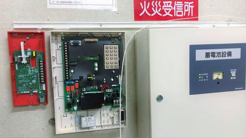 火災通報装置と専用受話器の工事中