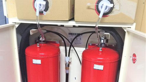 パッケージ型消火設備のタンクに消火薬剤を充填