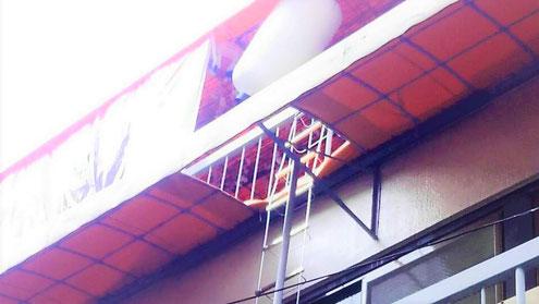 避難はしご降下空間確保の加工テント