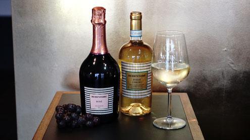 Prosecco Rosé auf der Hochzeit mit Weintrauben