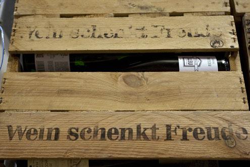Wein schenkt Freude - Nett