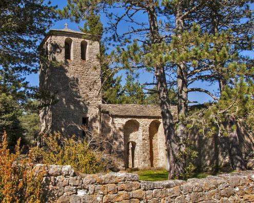 parc-naturel-regional-des-grands-causses-randonnée-pédestre-ermitage-saint-michel-corniches-du-causse-noir-église-Saint-Jean-de-Balme-photo-gîte-de-charme-le-colombier saint véran-Aveyron-Midi Pyrénées
