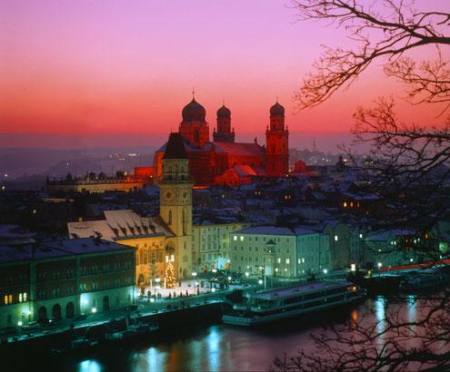 Blick auf den Passauer Dom St. Stephan in der Weihnachtszeit, Foto Passau Tourismus e.V.