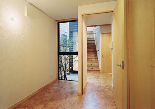 狭小住宅 設計 坪庭 光