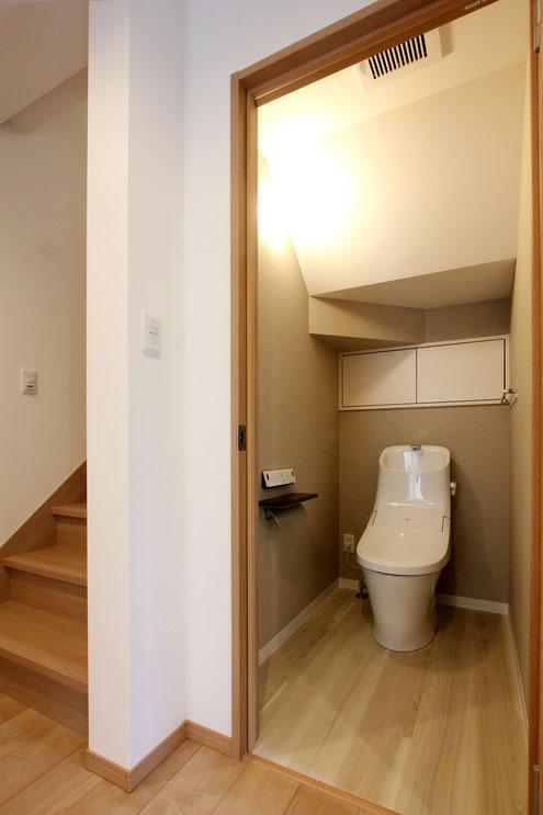 住宅 設計 トイレ 階段下