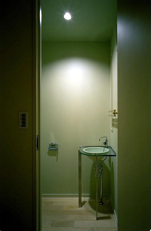 ガラス デザイン トイレ