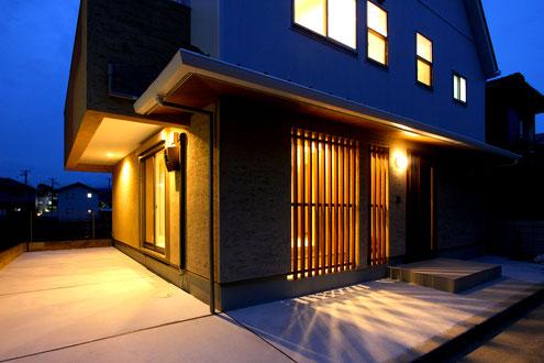 住宅 設計 和モダン 坪庭 格子