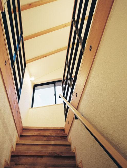 都市型狭小住宅 設計 階段 手すり