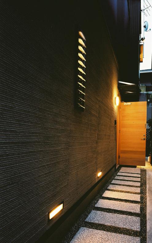 狭小住宅 設計 露地 アプローチ コンクリート平板
