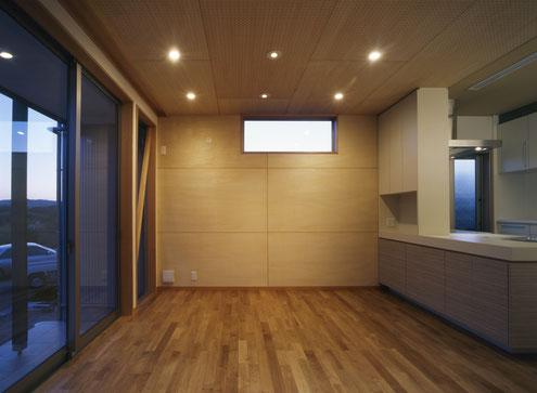 住宅 設計 木の壁 造作キッチン ダウンライト