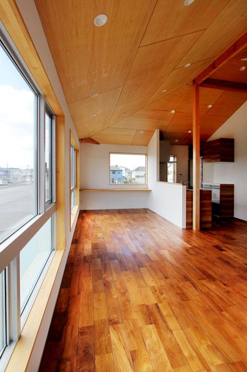 住宅 設計 高い天井 シナ合板