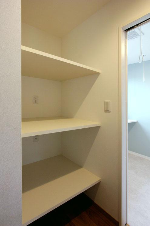 住宅 設計 子育て パントリー 収納 可動棚